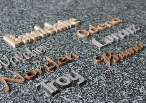 tekst in brons