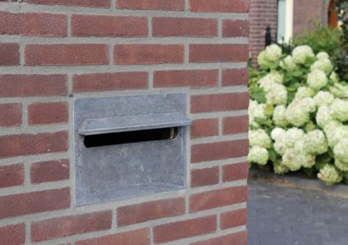 Belgisch hardsteen brievenbus inbouw